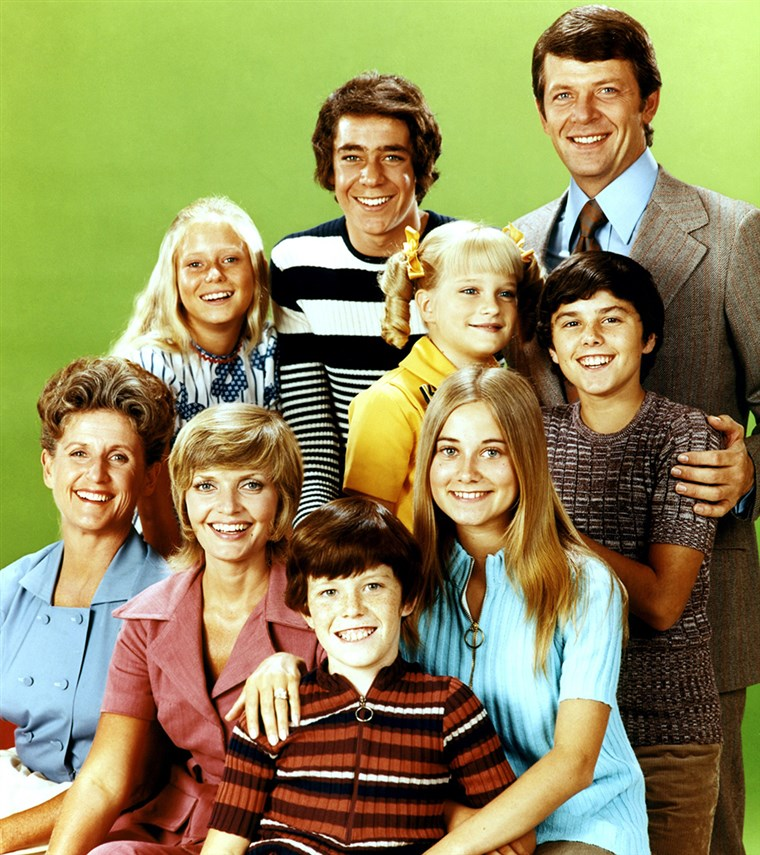 DE BRADY BUNCH, (back): Eve Plumb, Barry Williams, Robert Reed, (middle): Susan Olsen, Christopher