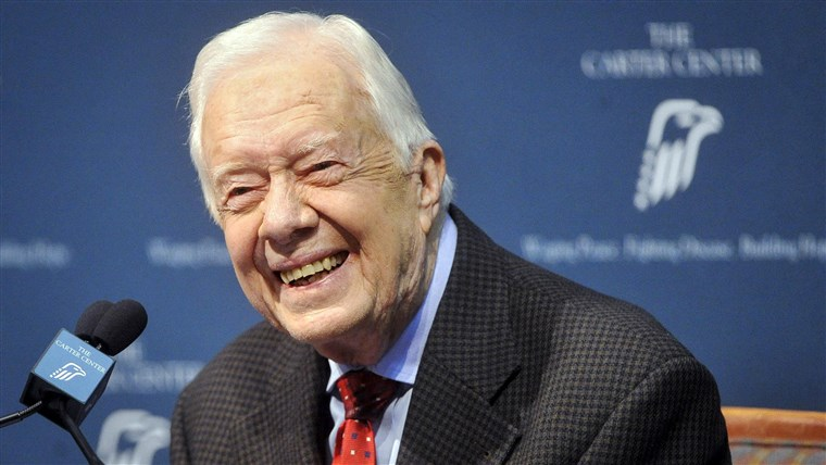 Gambar: Former U.S. President Jimmy Carter takes questions from the media during a news conference about his recent cancer diagnosis and treatment plans, at the Carter Center in Atlanta