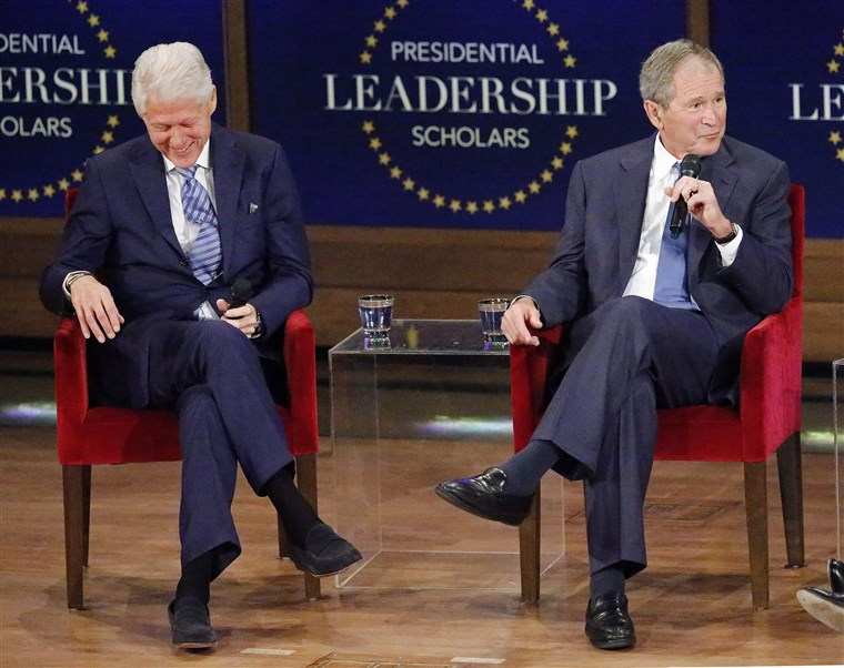 Bekas Presidents George W. Bush And Bill Clinton Attend Graduation Ceremony Of The 2017 Presidential Leadership Scholars Class