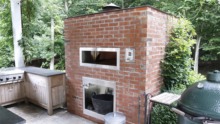 Bobby Flay's outdoor pizza oven