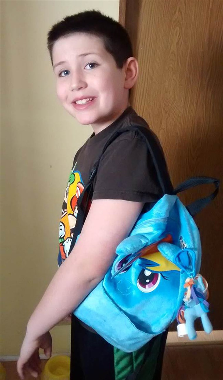 Bilde: Grayson Bruce, 9, with his My Little Pony backpack.