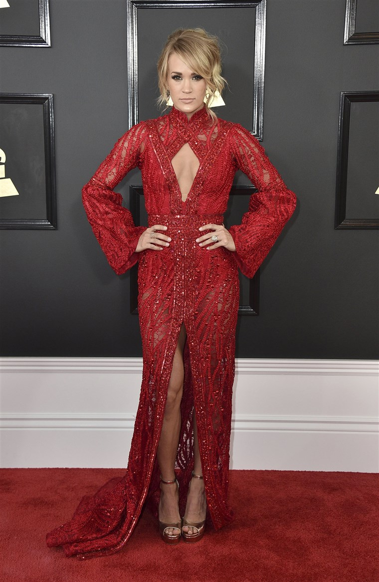 Carrie Underwood Grammys red carpet 2017