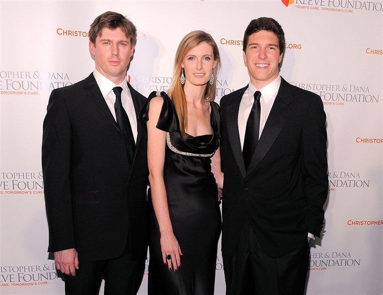 NOVO YORK - NOVEMBER 17: (L-R) Matthew Reeve, Alexandra Reeve Givens and Will Reeve attend the Christopher & Dana Reeve Foundation's A Magical Evening...