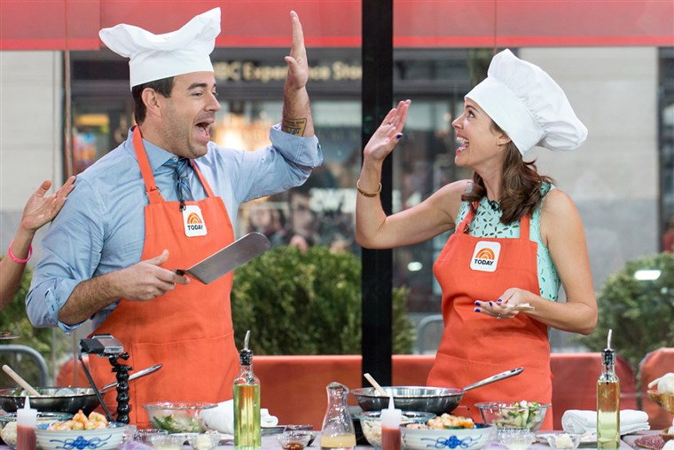 Carson Daly and Siri Pinter cook a stir fry dinner