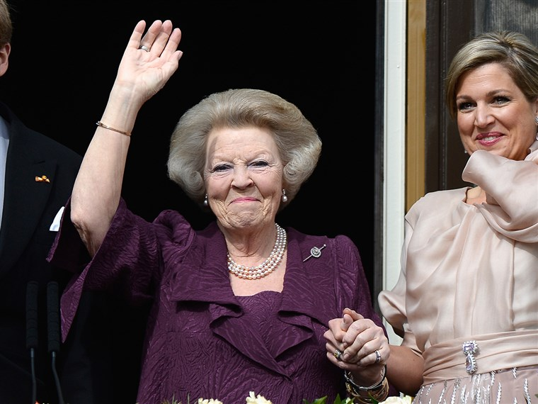 Image: Princess Beatrix of the Netherlands with King Willem Alexander (L) and Queen Maxima (R)