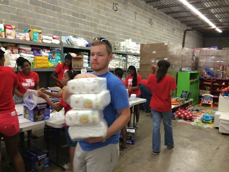 Gemeenschap volunteers play a vital role in the success of diaper banks. Pictured are DC Diaper Bank volunteers repackaging diapers to be distributed to families in need in the Washington, D.C. area.
