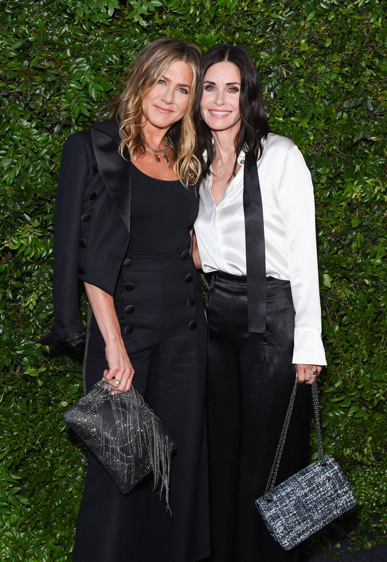 Jennifer Aniston and Courtney Cox coordinate outfits