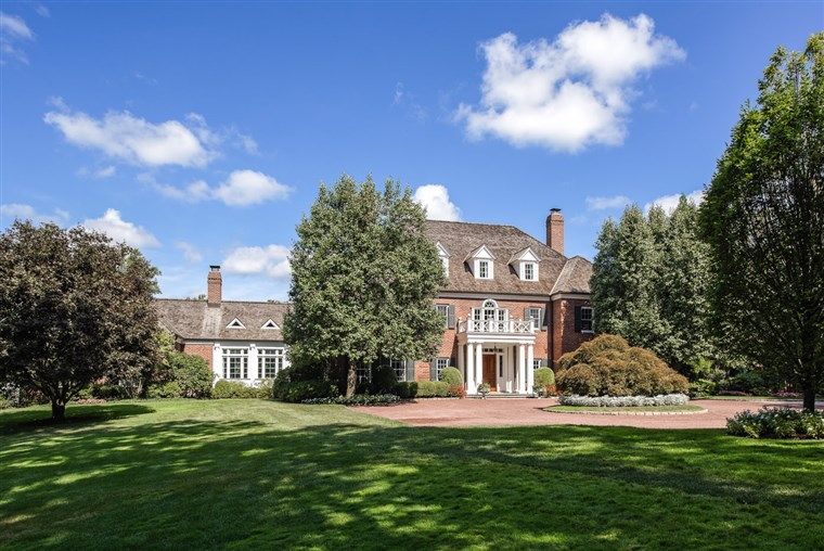 Connecticut estate with hockey rink hits the market