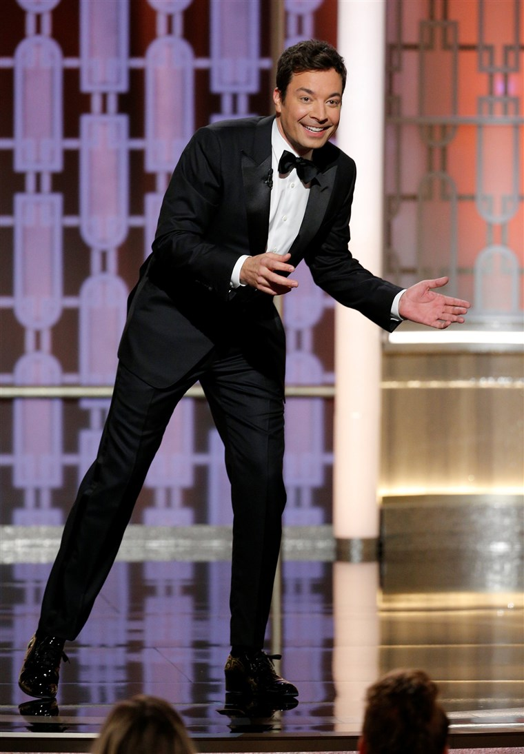 Bilde: Host Jimmy Fallon presents during the 74th Annual Golden Globe Awards show in Beverly Hills