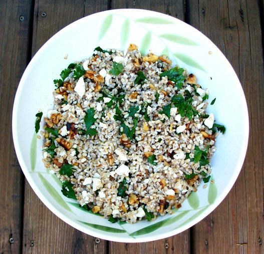 Gerst salad with pesto and walnuts