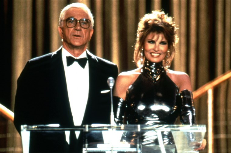 NAKED GUN 33 1/3: THE FINAL INSULT, Leslie Nielsen, Raquel Welch, 1994, (c)Paramount Pictures/courte