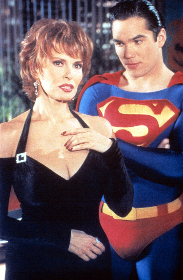 LOIS & CLARK: THE NEW ADVENTURES OF SUPERMAN, Raquel Welch, Dean Cain, 1993-97, episode 'Top Copy' a