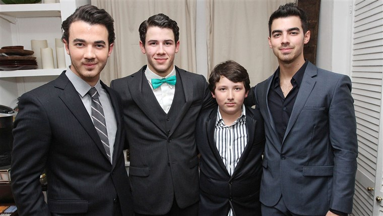 Alle the Jonas brothers