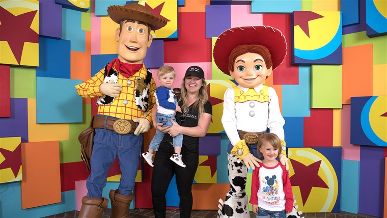 Kelly Clarkson & Kids Meet Pixar Pals At First-Ever