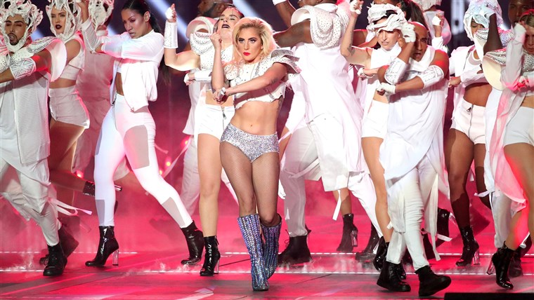 Musiker Lady Gaga performs during the Super Bowl LI Halftime Show