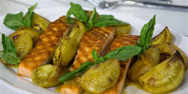 grillet Salmon with Roasted Green Tomatoes