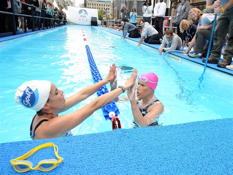 NOWY YORK, NY - OCTOBER 09: Natalie Morales and Diana Nyad swim during