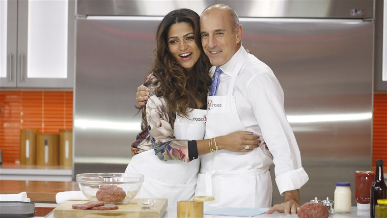 Eigengemaakt version of In-N-Out Burger cheeseburger, demonstrated by Camila Alves