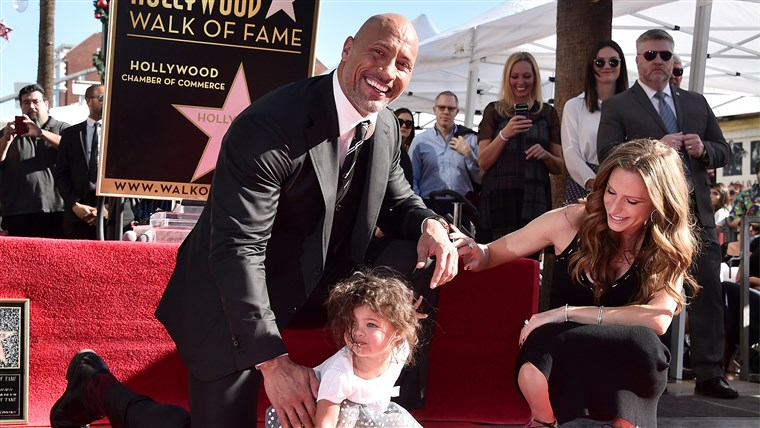 Beeld: BESTPIX: Dwayne Johnson Honored With Star On The Hollywood Walk Of Fame