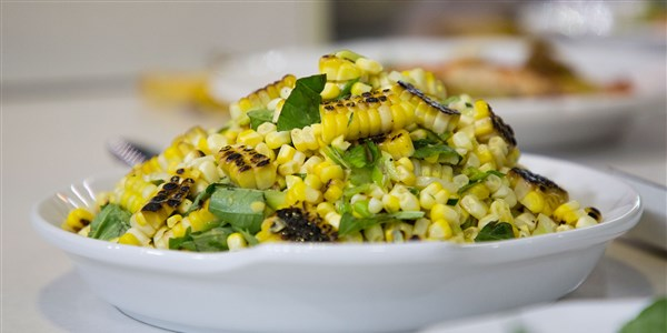 Grillowany Corn Salad with Basil