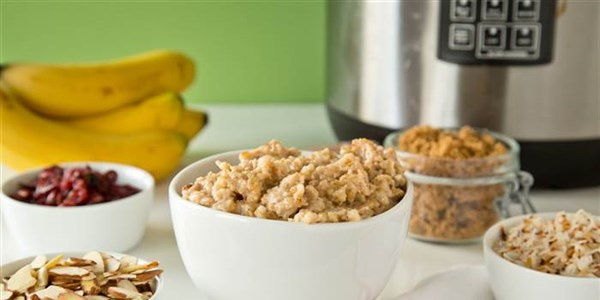 Overnight Oatmeal: Make-Ahead Slow-Cooker Maple Oatmeal