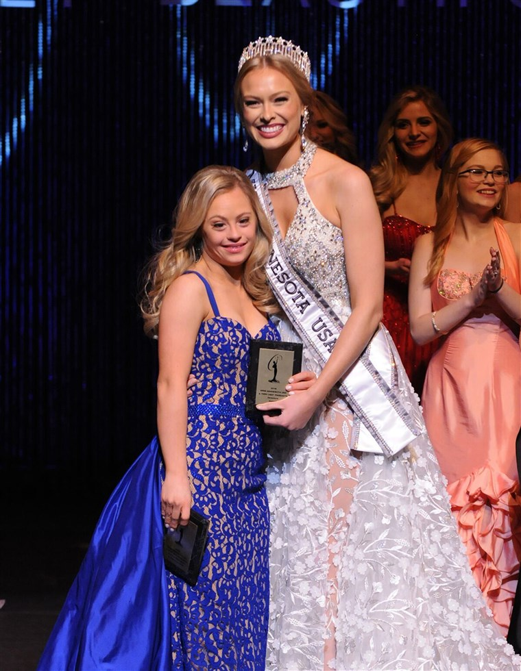 Sementara itu Mikayla Holgrem didn't win Miss Minnesota, she did take home two prizes, the Spirit of Miss USA and the Director's award.