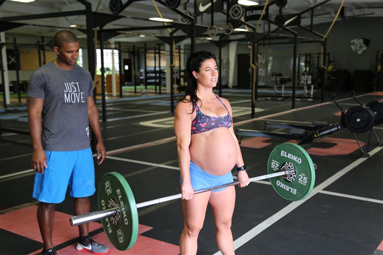 Gravid And Pumping Iron: Fitness Instructor Deadlifts 205lbs